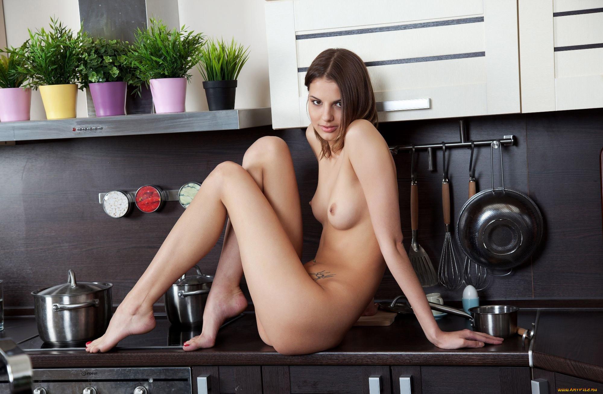 Обнаженные Кухня Фото